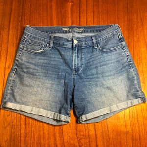 Old Navy the sweetheart rolled jean shorts